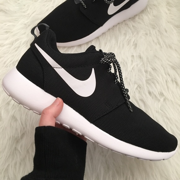 new styles d196b 81b4e NEW Nike Roshe One Women's Sneakers NWT